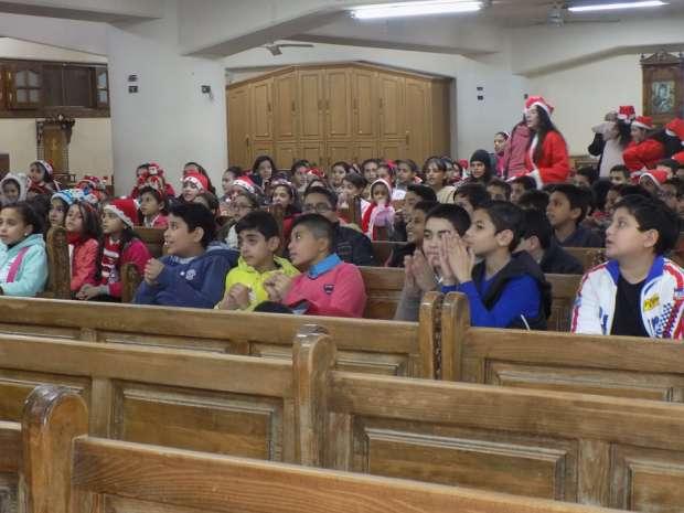 بالصور| بابا نويل يحتفل برأس السنة في كنائس الفيوم