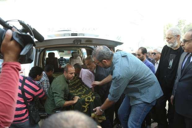 بدء صلاة الجنازة على جثمان الإعلامي حمدي قنديل بمسجد الرحمن الرحيم