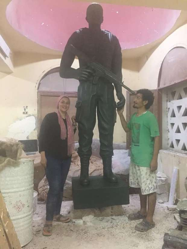 """أرملة """"منسي"""" تتحدث عن تمثال الشهيد بمنيا القمح: يشبهه إلى حد كبير"""