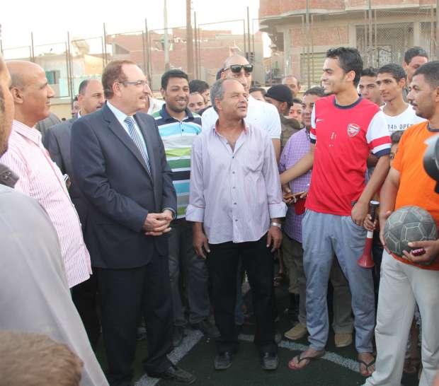 بالصور| محافظ بني سويف يتفقد مستوى الخدمات والمرافق بقرية أبو صير