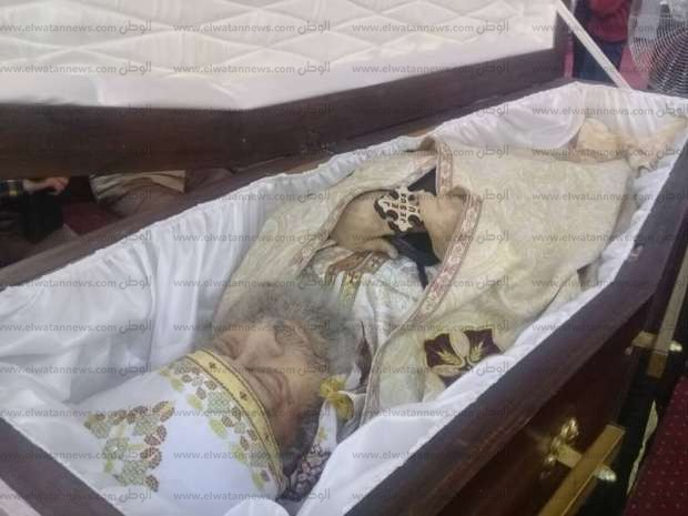 أسقف بني سويف يترأس قداس صلاة الجنازة على كاهن كنيسة مار مرقص