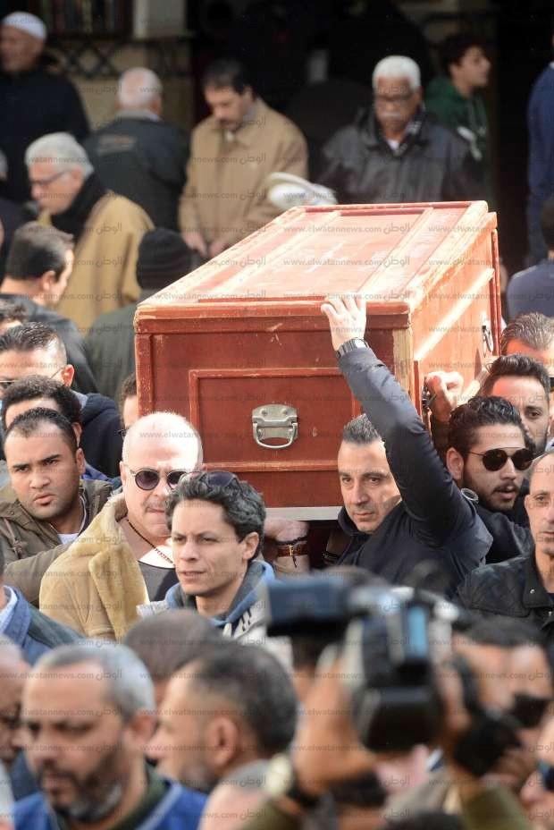 بالصور| تشييع جثمان سعيد عبدالغني وسط غياب نجوم الفن