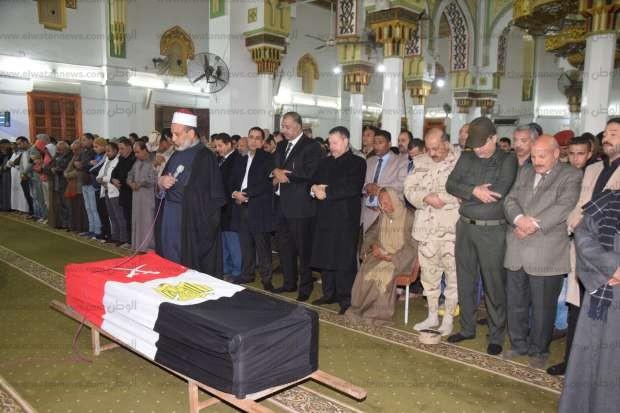 """تشييع جثمان حسين جمعة """"شهيد العريش"""" بمسقط رأسه في بني سويف"""
