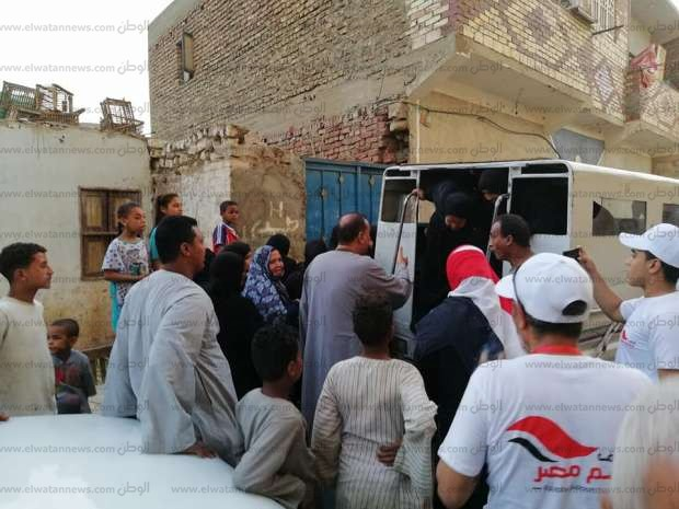 """برلماني يدفع بـ20 سيارة لحشد المواطنين للتصويت بـ""""الرئاسة"""" في أسوان"""