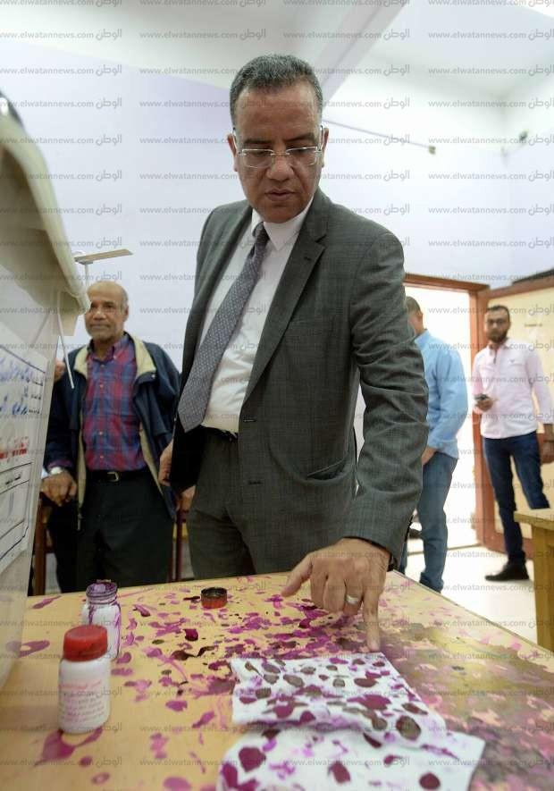 بالصور| محمود مسلم يدلي بصوته: المصريون يدركون أن البلد في حاجة للاستقرار
