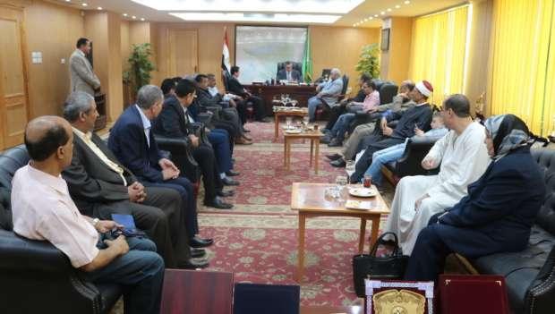بالصور| محافظ الفيوم يستقبل وفد كنسي ووكلاء الوزارات لتهنئته بعيد الفطر