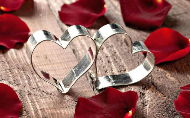 عيد الحب علي وصول...دليلك في اختيار هديه تناسب الميزانيه