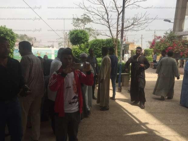 بالصور| طابور من الناخبين أمام لجان أبومناع بحري بقنا