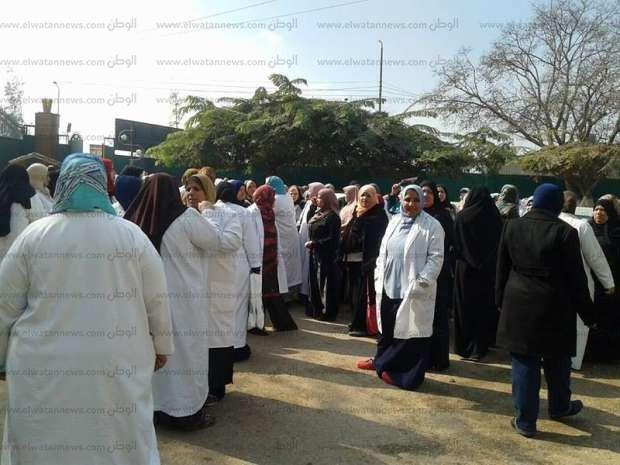"""لليوم الثاني.. تواصل إضراب ممرضات """"جامعة الزقازيق"""" للمطالبة بمستحقاتهن المالية"""