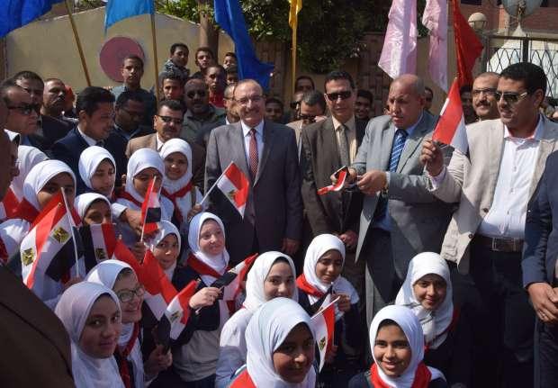 بالصور| محافظ بني سويف يفتتح طريقين ووحدة إسعاف ومدرسة بمركز ناصر