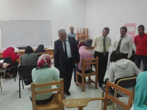 نائب رئيس جامعة الفيوم يوصي بتوفير سبل الراحة للطلاب خلال الامتحانات