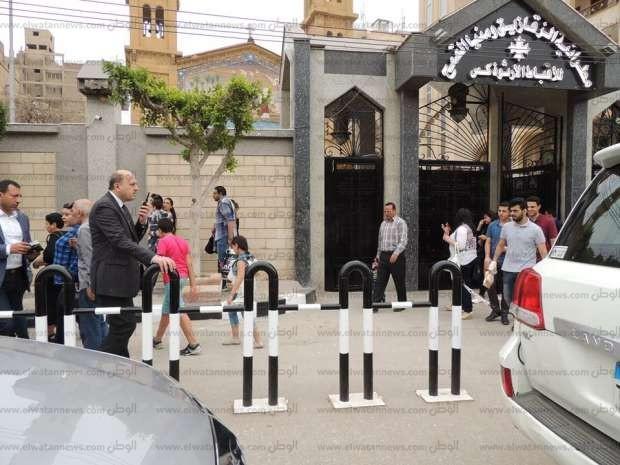بالصور| مدير أمن الشرقية يتفقد الكنائس عقب التفجيرات