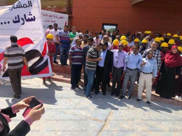 بالصور| مئات العاملين بالبترول يشاركون في الاستفتاء بأسوان