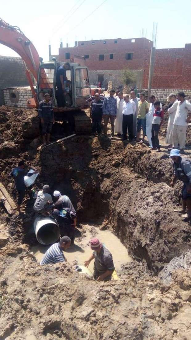 """بالصور  انقطاع مياه الشرب عن بعض قرى """"طامية"""".. ومسؤول: جار إصلاح الكسر"""
