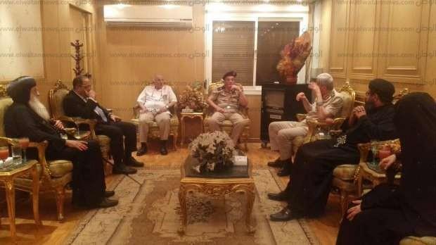 بالصور| الأنبا بولا يلتقي وزير الدفاع ومديري المستشفيات العسكرية