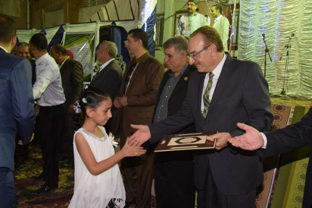 محافظ بني سويف يكرم 118 طالبا من المتفوقين بمدرسة الدعوة الإسلامية
