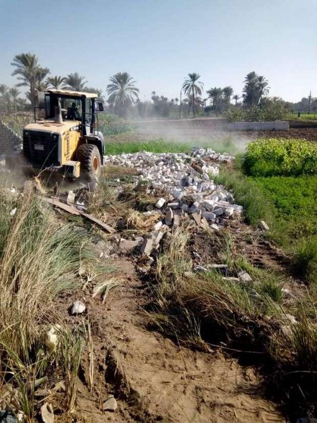 إزالة 30 حالة تعدِ على أراض زراعية بقرية العدوة في الفيوم