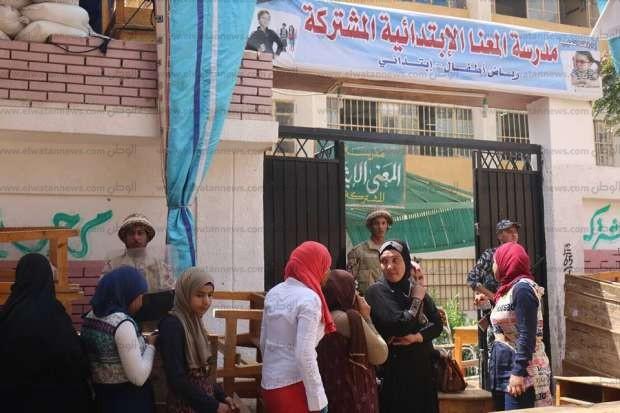 بالصور  طابور سيدات أمام لجنة المعنا بمسقط رأس مصطفى بكري في قنا