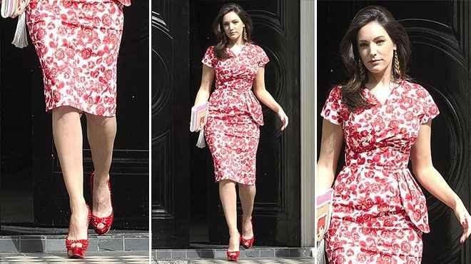 بالصور| عارضة الأزياء كيلي بروك في جولة بفستان من الورود بلندن