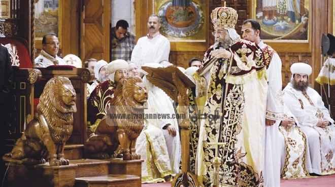 عاجل| البابا تواضروس يدخل الكنيسة لبدء القداس
