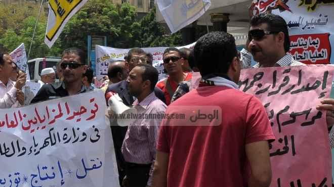 «العاملين بالكهرباء»: سنقاضى «مرسى» بعد اتهامه لنا بتقاضى «رشاوى»