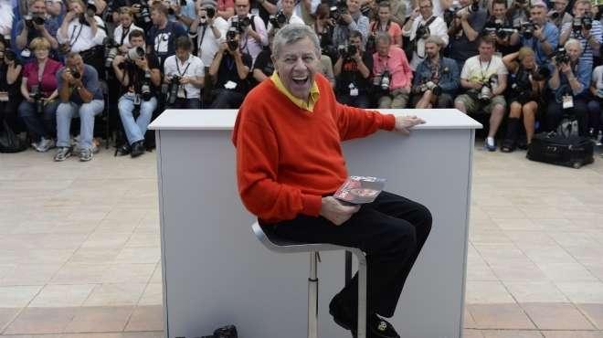 بالصور  الكوميديان جيري لويس يتألق خلال جلسة تصوير فيلم Max Rose