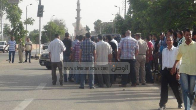 بالصور| الأهالي يحاصرون مديرية أمن القليوبية في بنها احتجاجا على مقتل سائق