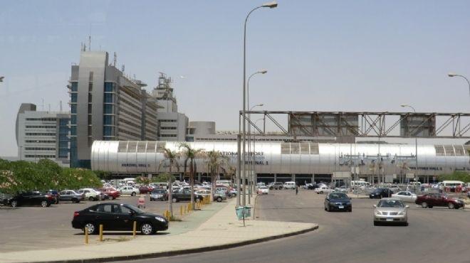 لجنة تفتيش أمريكية تشهد إجراءات تأمين سفر الركاب على طائرة نيويورك بمطار القاهرة