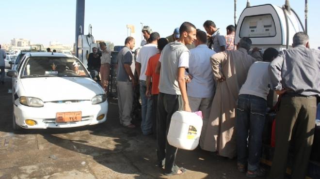 السولار يواصل الاختفاء بمحطات وقود أسوان.. وحركة السياحة النيلية تتأثر