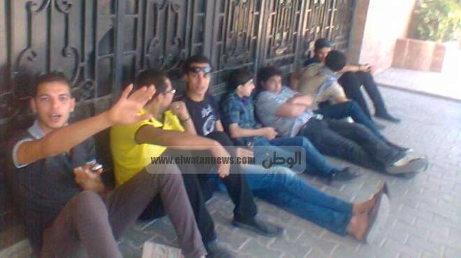 المستشار العسكرى بدمياط يطالب المحتجين بالتفاوض مع