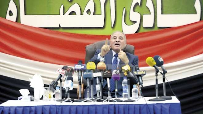 القضاة يبدأون ملاحقة «مرسى» قضائياً ويستنكرون صمت وزير العدل على إهانتهم