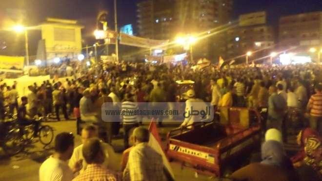 الأهالي يفضون مسيرة أنصار المعزول بأحد معاقل