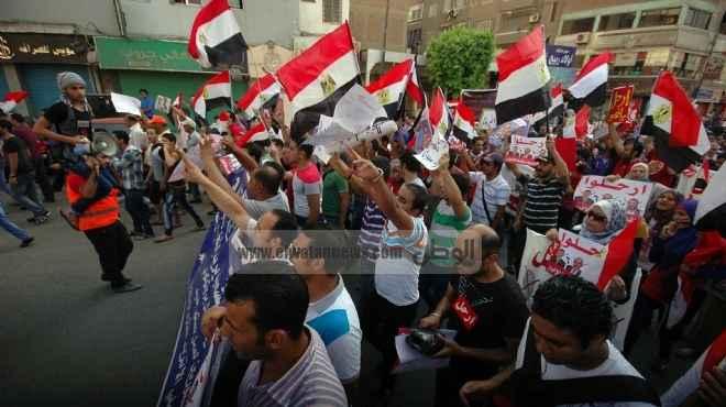 توافد الآلاف على ميادين السويس لتأييد الجيش.. والهتاف: