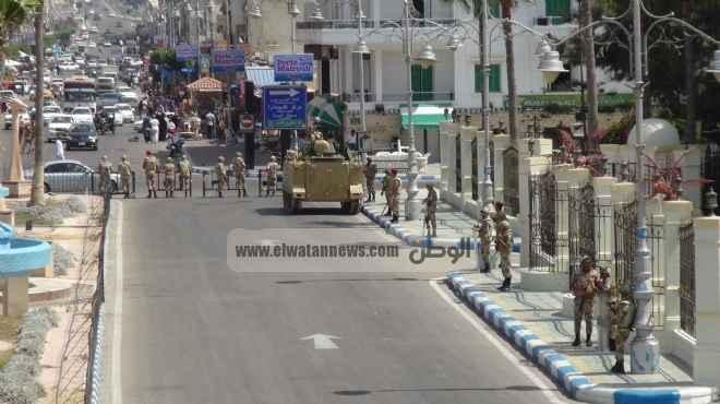 مطروح.. أهالى «الضبعة» يقطعون طريق مطروح - إسكندرية.. والجيش ينتشر
