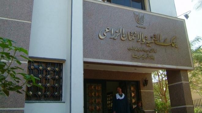 بنك التنمية الزراعي يطالب مرسي بـ1.8مليار جنيه تعويضا عن إسقاط ديون الفلاحين