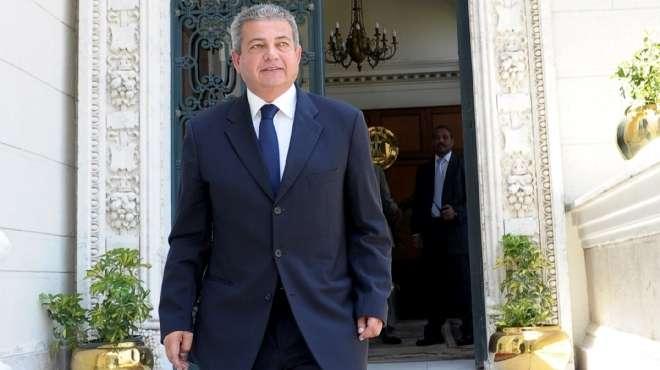 وزير الرياضة يُعزى بابا الإسكندرية فى وفاة والدته