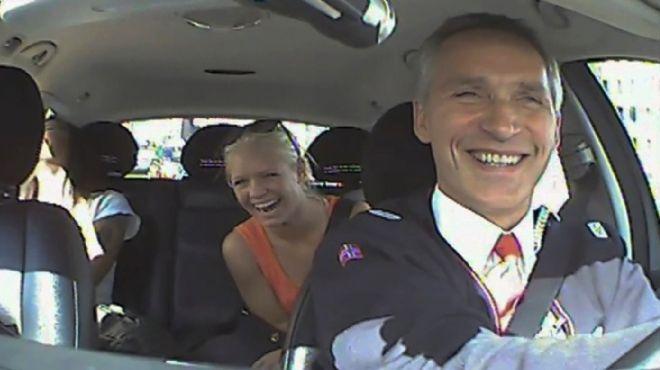 رئيس وزراء النرويج يعمل سائق سيارة أجرة ليوم واحد في إطار حملته الانتخابية