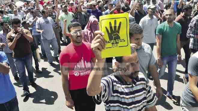 أنصار المعزول يتظاهرون عند إشارة روكسي.. وتوقف حركة المرور هناك
