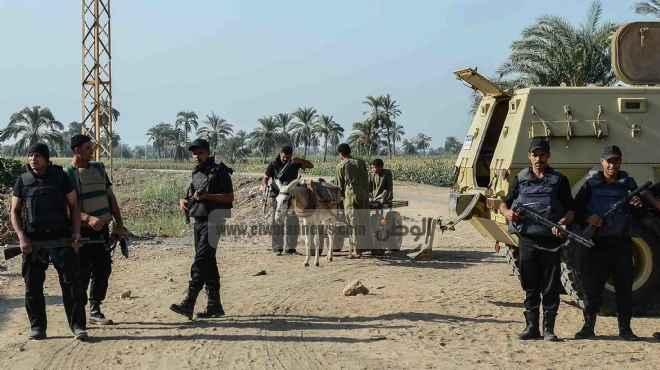 الأمن بقرية دلجا يستعيد 5 قطع سلاح مستولى عليها من مركز شرطة ديرمواس