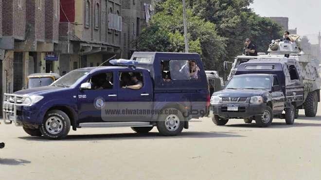 القبض على 3 عاطلين استولوا على سلسلة ذهبية من موظفة بالمنيا