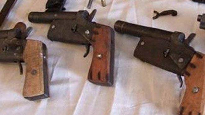 التحقيق مع صاحب ورشة لتصنيع الأسلحة والذخيرة والصواريخ بالعريش