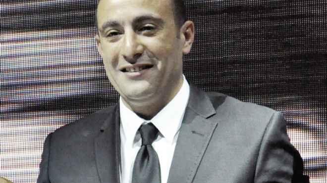 احمد السقا يطلب من الجمهور قراءة الفاتحة لوالده في عيد ميلاده