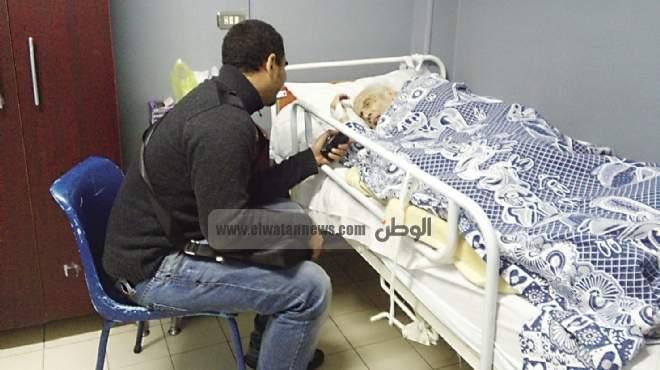 زوج يحتضن جثة زوجته 5 أيام فى انتظار «الموت معها»