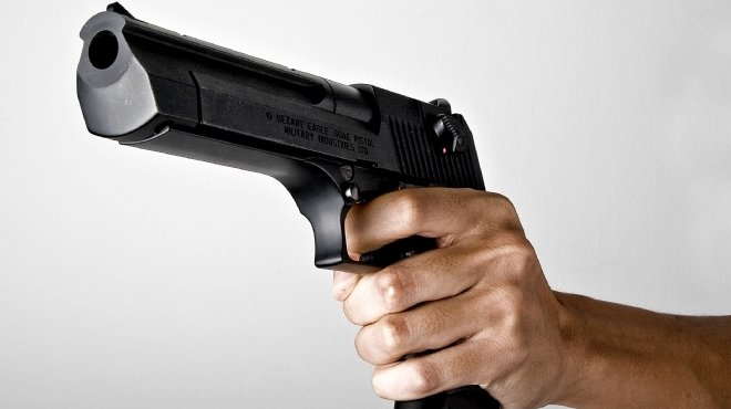 امين شرطة يصيب اثنين بالرصاص في مستشفي الطوارئ بالمنصورة