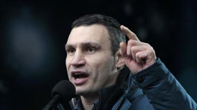 زعيم المعارضة الأوكرانية يحذر من كارثة انسانية في
