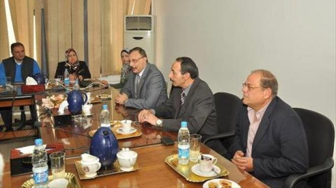 رئيس هيئة موانئ بورسعيد يستقبل ممثلي التحالفات المرشحة للعمل بمشروع تطوير محور قناة السويس