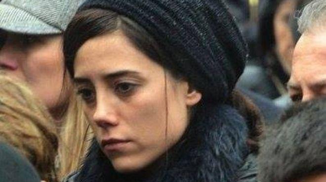 جانسوا ديرا تحضر جنازة إبنة اشهر خبيرة مكياج تركية