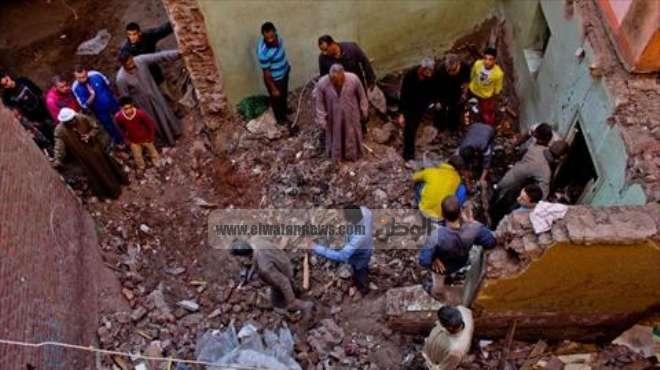 وفاة شخصين وإصابة 5 في انهيار منزل من الطوب اللبن بقنا
