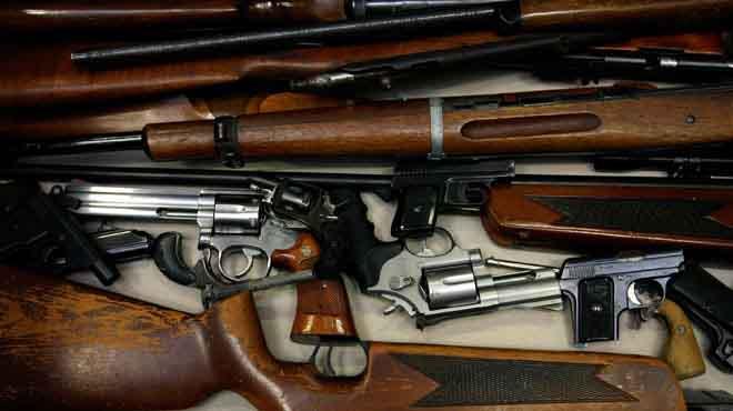 مكافحة المخدرات تضبط ترسانة من الأسلحة والذخيرة بصحراء مطروح