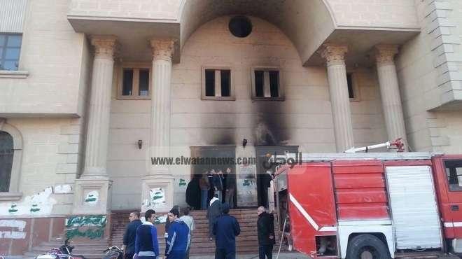 النيابة تعاين مجمع محاكم ههيا بعد السيطرة على الحريق